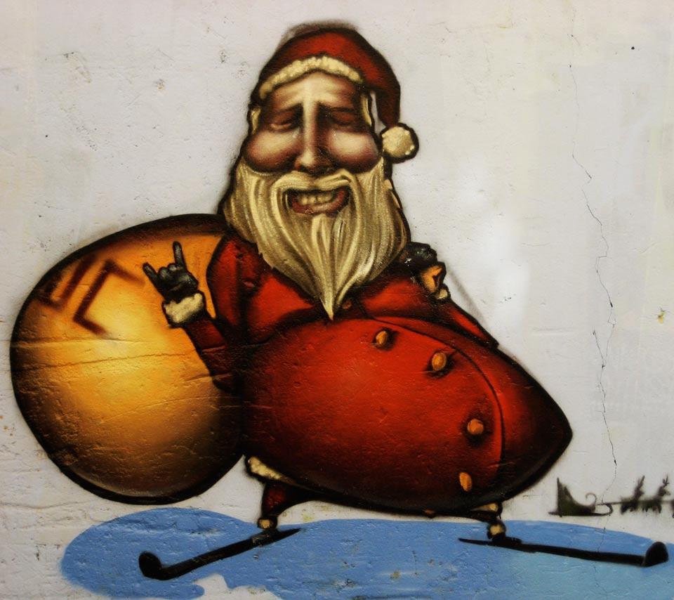 Santa-Claus-Christmas-Graffiti-Street-Art