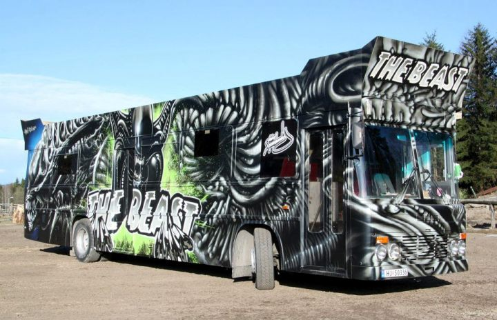 MADC-TES-The-Beast-Graffiti-Alien-bus