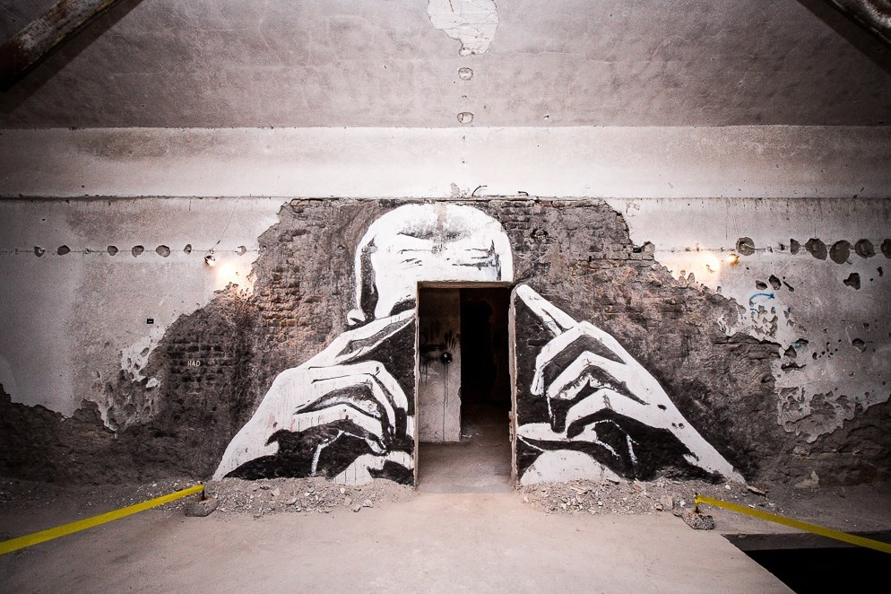 Abandoned Factory Transformed Into An Art Gallery By Street Artists_The Lens_700x300x10 cm wallcut