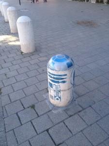 R2-D2 Street Art (c)Yoloswag