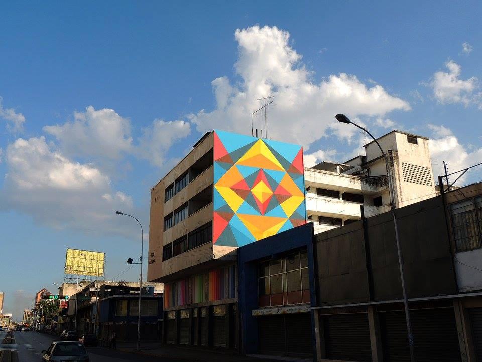 flix avenida bolivar de Maracay