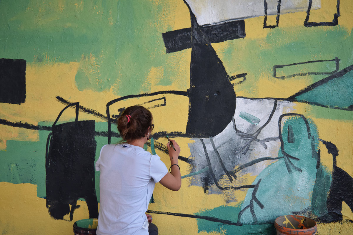 For the project Between Stopovers the Berlin based artists Sophia Hirsch & Johannes Mundinger visited four European cites for four murals and one exhibition