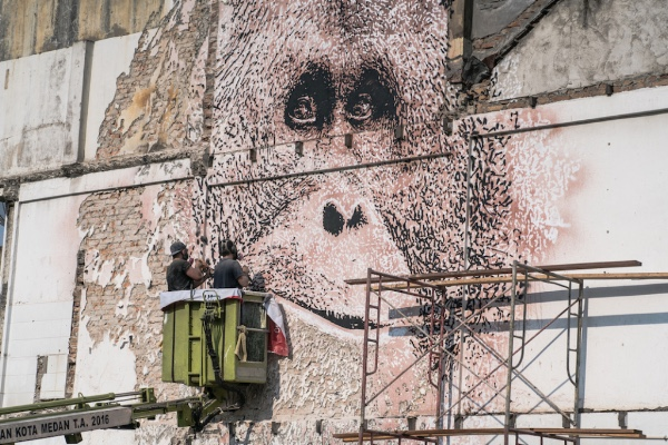VHILS Joins the Splash and Burn Project
