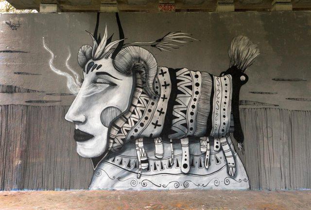 Skount paints Zaoli mask in Amsterdam