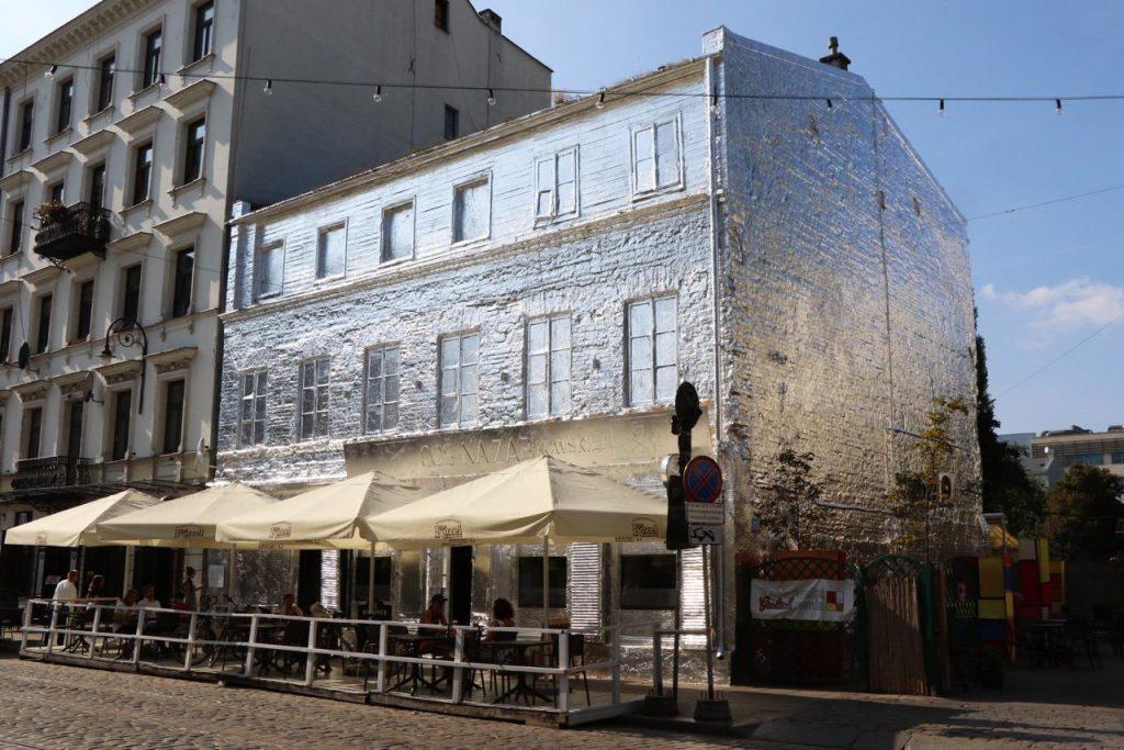 Piotr Janowski wraps building in Warsaw