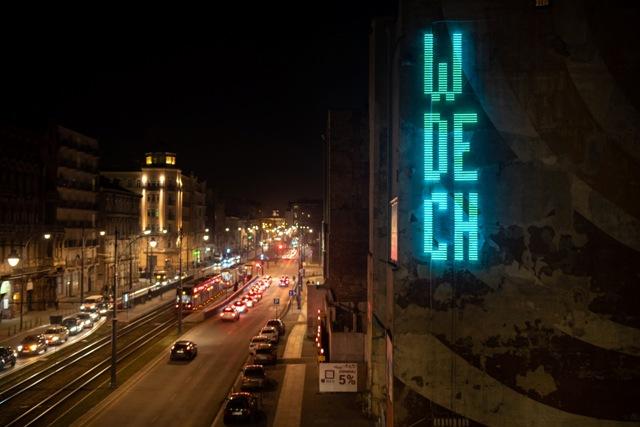 Neon art installation Wdech/Wydech