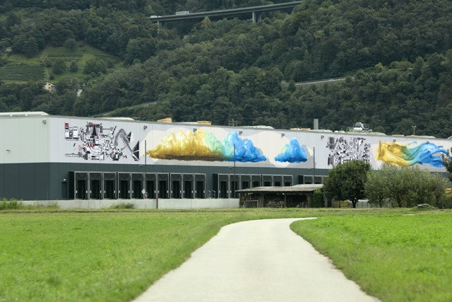 "NEVERCREW ""Shifting machine"" Mural in Cadenazzo, CH"