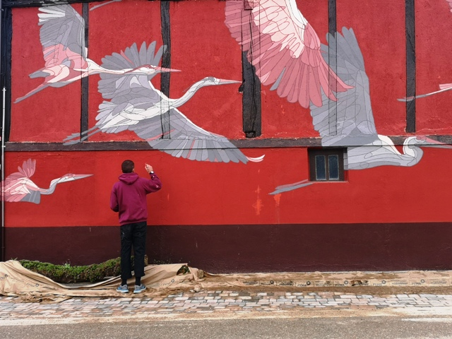 Migratory birds themed mural by Taquen