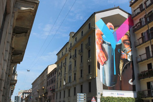 Temporary new wall by Cheone in Milan