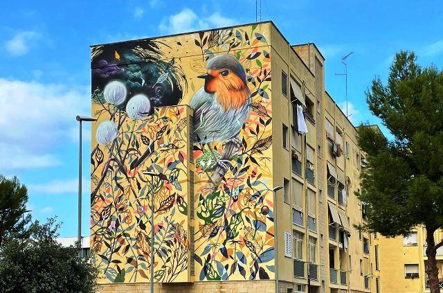 Collin Van Der Sluijs paints for HollAndMe in Lecce